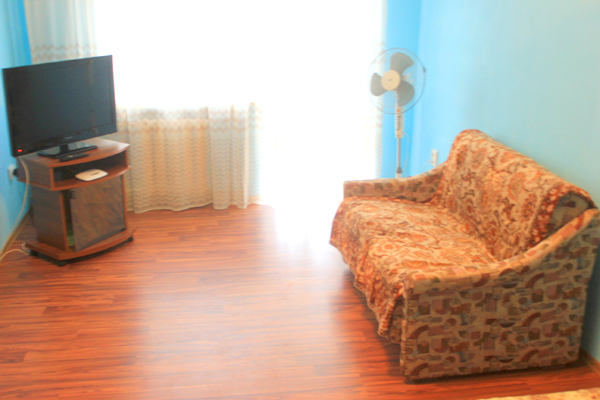 1-комнатная квартира посуточно в Сумах. Ковпаковский район, ул. Троицкая, 9. Фото 1