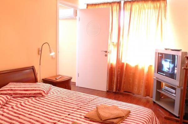 2-комнатная квартира посуточно в Житомире. ул. Киевская, 80. Фото 1