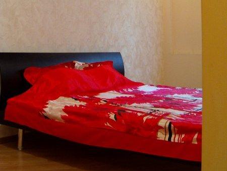 2-комнатная квартира посуточно в Харькове. Дзержинский район, пр-т Ленина, 21а. Фото 1