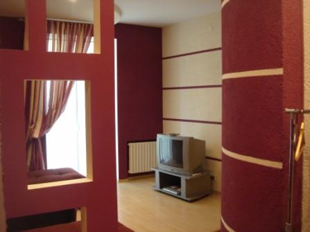 2-комнатная квартира посуточно в Кривом Роге. Дзержинский район, ул. Косиора, 16. Фото 1