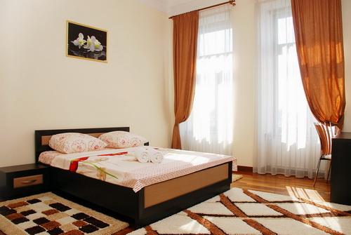 4-комнатная квартира посуточно в Киеве. Голосеевский район, ул. Владимирская, 61. Фото 1