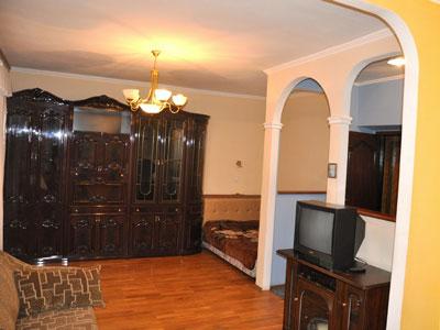 1-комнатная квартира посуточно в Днепропетровске. Октябрьский район, ул. Олеся Гончара, 32. Фото 1