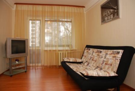 2-комнатная квартира посуточно в Киеве. Днепровский район, пр. Мира, 13а. Фото 1
