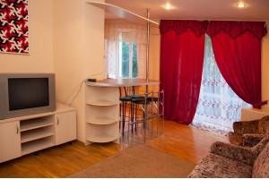 2-комнатная квартира посуточно в Львове. Франковский район, ул. Е. Коновальца, 85 А. Фото 1