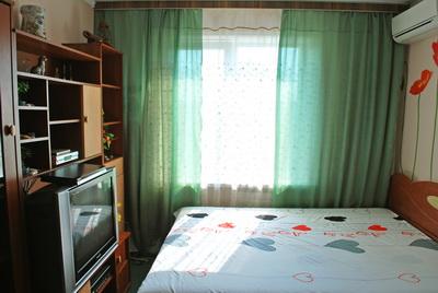 1-комнатная квартира посуточно в Киеве. Оболонский район, пр-т Оболонский, 34г. Фото 1
