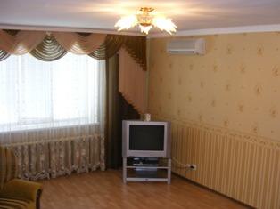 3-комнатная квартира посуточно в Севастополе. Гагаринский район, ул. Гер.Сталинграда, 53. Фото 1