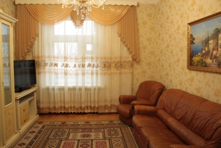 3-комнатная квартира посуточно в Донецке. Ворошиловский район, б-р Пушкина, 24. Фото 1