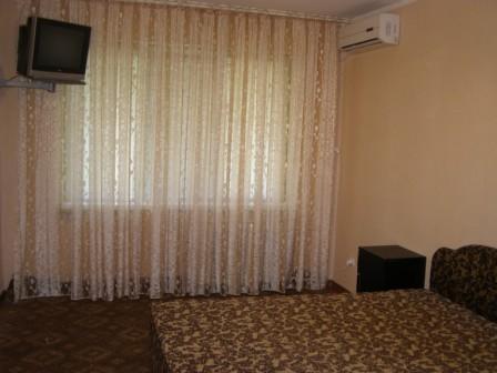 2-комнатная квартира посуточно в Кривом Роге. Долгинцевский район, ул. Котляревского, 7. Фото 1