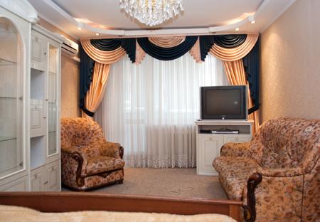 1-комнатная квартира посуточно в Киеве. Оболонский район, ул. Героев Днепра, 40а. Фото 1