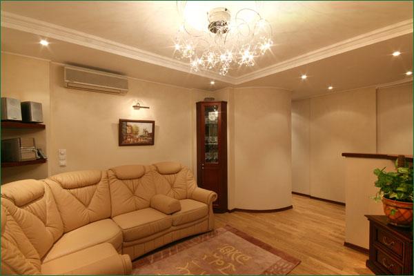 2-комнатная квартира посуточно в Алуште. ул. Ленина, 30. Фото 1