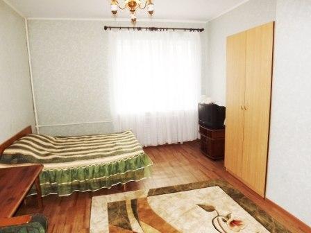 1-комнатная квартира посуточно в Мариуполе. пр-т Строителей, 82. Фото 1