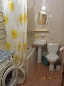2-комнатная квартира посуточно в Евпатории. ул. 13 ноября. Фото 1