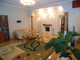 2-комнатная квартира посуточно в Киеве. Голосеевский район, ул. Саксаганского, 32. Фото 1