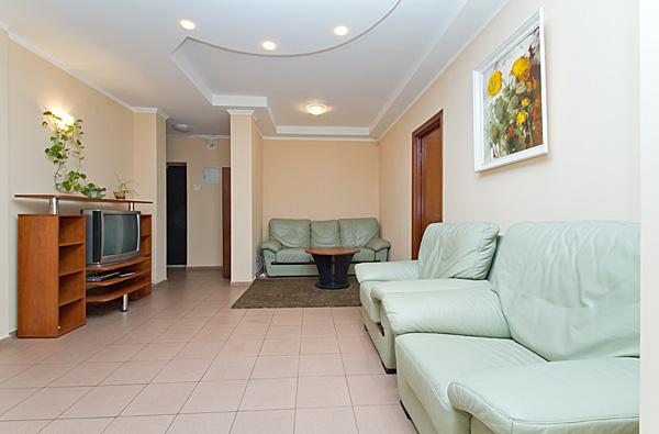 2-комнатная квартира посуточно в Киеве. Печерский район, бул. Леси Украинки, 20. Фото 1
