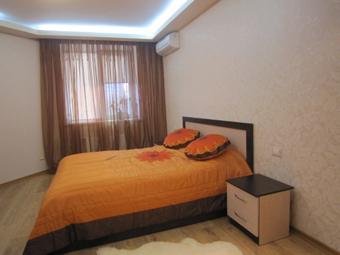 2-комнатная квартира посуточно в Одессе. Приморский район, ул. Кленовая, 2А. Фото 1