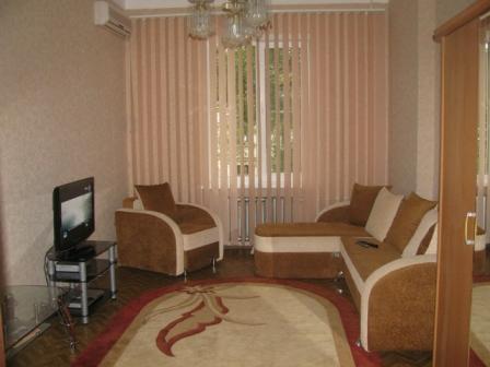 3-комнатная квартира посуточно в Севастополе. Ленинский район, ул. Ленина, 58. Фото 1