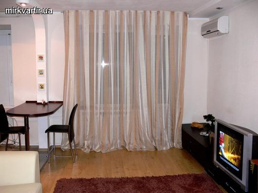 2-комнатная квартира посуточно в Луганске. Ленинский район, ул. Оборонная, 12. Фото 1
