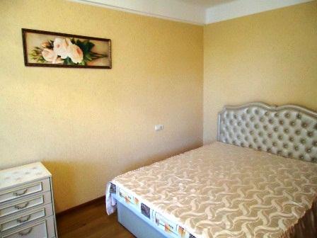 1-комнатная квартира посуточно в Севастополе. Ленинский район, ул. Толстого, 12а. Фото 1