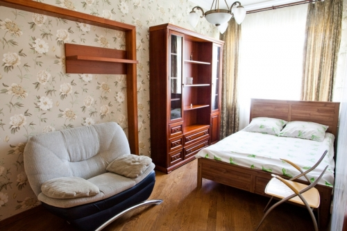 1-комнатная квартира посуточно в Черкассах. ул. Шевченка, 352. Фото 1