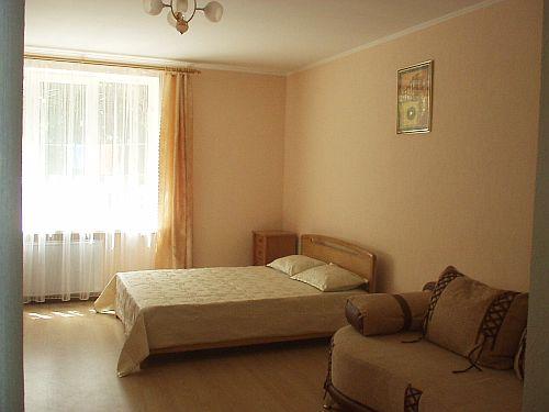 1-комнатная квартира посуточно в Ялте. Дмитриева, 9. Фото 1