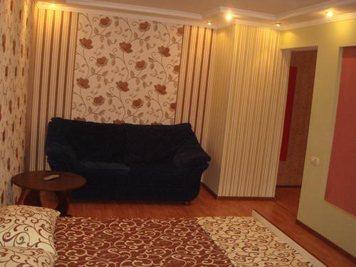 1-комнатная квартира посуточно в Мариуполе. пр-т  Мира (Ленина), 108. Фото 1