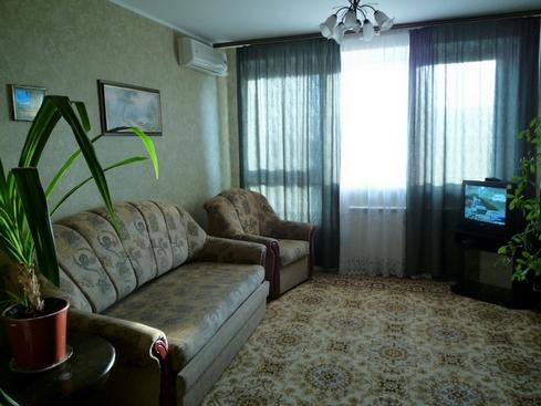 3-комнатная квартира посуточно в Черкассах. б-р Шевченка, 200. Фото 1