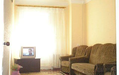 2-комнатная квартира посуточно в Днепропетровске. Бабушкинский район, пр-т Карла Маркса. Фото 1