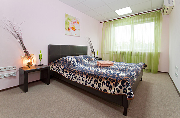 2-комнатная квартира посуточно в Киеве. Печерский район, бул. Леси Украинки, 12. Фото 1