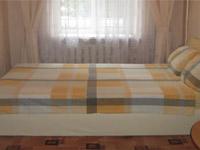 2-комнатная квартира посуточно в Днепропетровске. Октябрьский район, пр-т Гагарина, 131. Фото 1