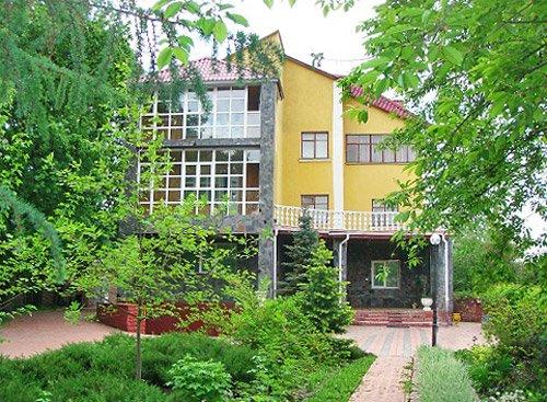 Дом  посуточно в Киеве. Дарницкий район, ул. Садовая. Фото 1