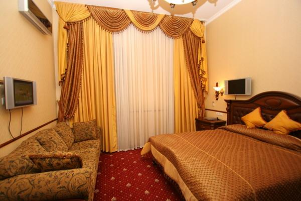 1-комнатная квартира посуточно в Ялте. Набережная Ленина, 13. Фото 1