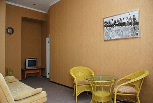 2-комнатная квартира посуточно в Киеве. Печерский район, ул. Шота Руставели, 36. Фото 1