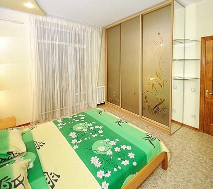 2-комнатная квартира посуточно в Донецке. Ворошиловский район, пл. Конституции, 3. Фото 1