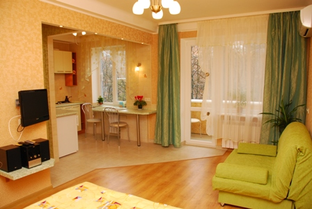 1-комнатная квартира посуточно в Киеве. Печерский район, б-р М. Примаченко, 8. Фото 1