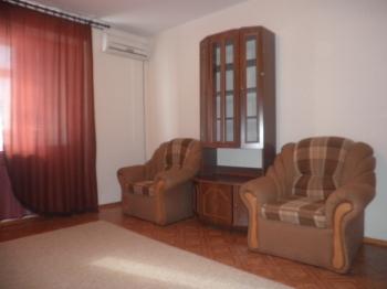 1-комнатная квартира посуточно в Кременчуге. ул. Щорса, 72а. Фото 1