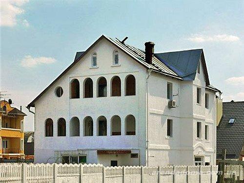 Дом  посуточно в Киеве. Пуховка. Фото 1