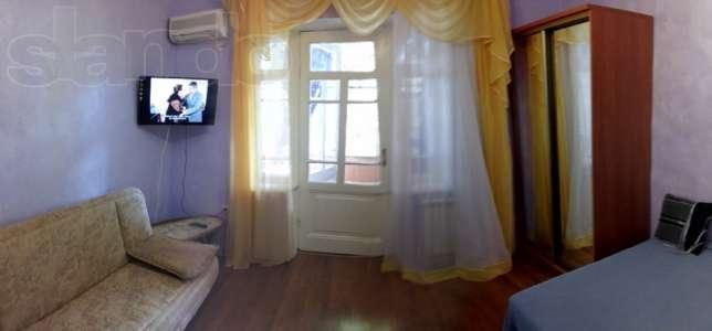 2-комнатная квартира посуточно в Ялте. ул. Дражинского, 19. Фото 1