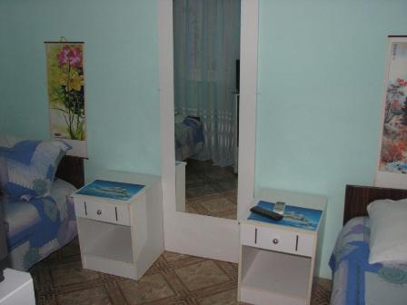 Комната  посуточно в Евпатории. Дзержинского, 4. Фото 1