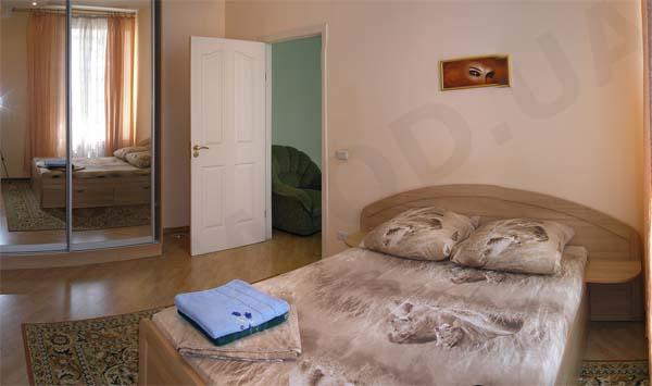 2-комнатная квартира посуточно в Одессе. Приморский район, ул. Троицкая, 41. Фото 1