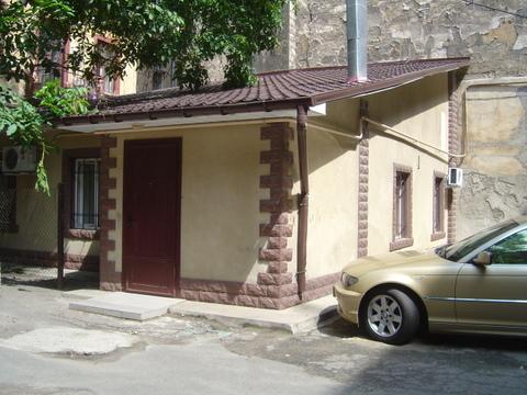 2-комнатная квартира посуточно в Одессе. Приморский район, ул. Льва Толстого, 14. Фото 1