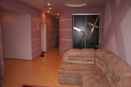 2-комнатная квартира посуточно в Кривом Роге. Саксаганский район, пл. Артёма, 1. Фото 1