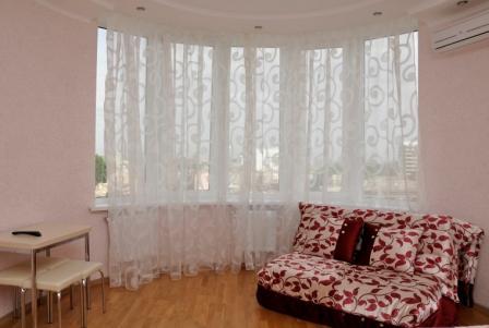 1-комнатная квартира посуточно в Одессе. Приморский район, ул. Пантелеймоновская. Фото 1
