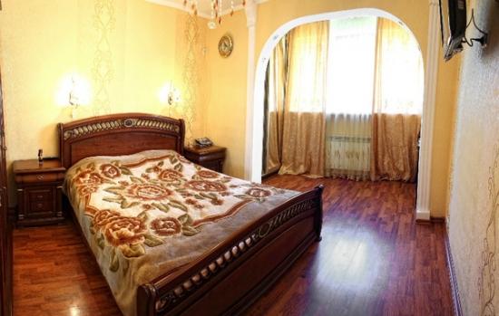 3-комнатная квартира посуточно в Севастополе. Гагаринский район, пр-т Октябрьской революции, 22. Фото 1