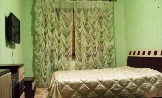 3-комнатная квартира посуточно в Алчевске. ул. Ленина, 86. Фото 1