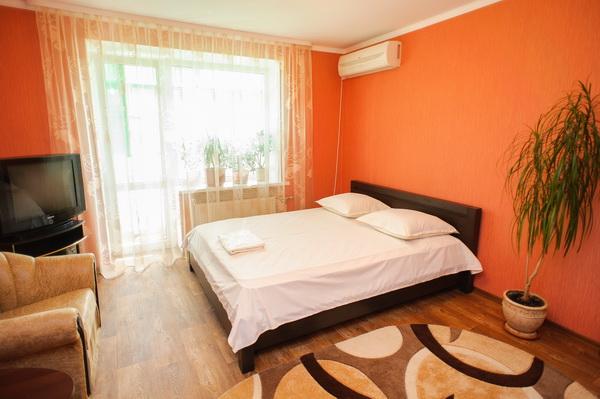 1-комнатная квартира посуточно в Черкассах. ул. Сумгаитская. Фото 1
