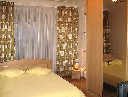 2-комнатная квартира посуточно в Киеве. Печерский район, ул. Кропивницкого, 16. Фото 1
