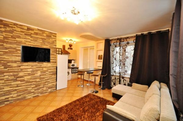 2-комнатная квартира посуточно в Львове. Галицкий район, ул. Дорошенка, 8. Фото 1