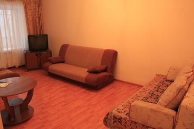 2-комнатная квартира посуточно в Никополе. ул. Шевченко, 79. Фото 1