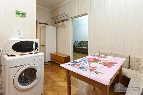 2-комнатная квартира посуточно в Белой Церкви. ул. Олеся Гончара, 14. Фото 1