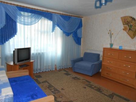 1-комнатная квартира посуточно в Луганске. Ленинский район, ул. 30 лет Победы, 37б. Фото 1